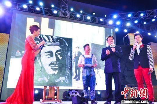 18日晚,著名演员唐国强亮相第二届金海峡微电影节。唐国强曾在电视连续剧《三国演义》中扮演过诸葛亮这一角色。 高淑萍 摄
