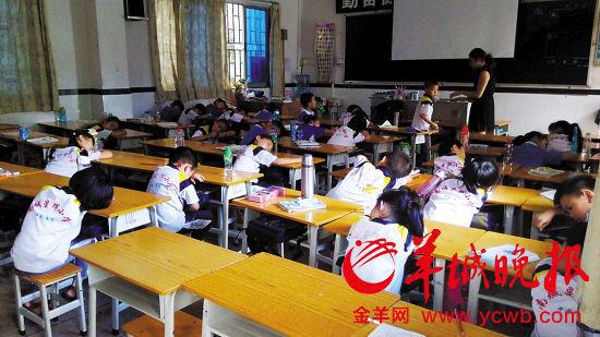 涉事学校不少学生选择在校午休