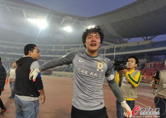王大雷冲入禁区助鲁能读秒绝杀 个人俱乐部首冠