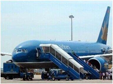 两名女乘客在越南航空飞机上发生冲突。图片:越南媒体。