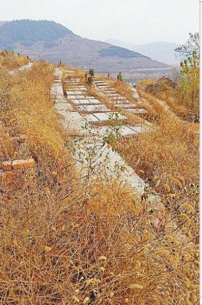 南部山区一处在建墓地(张龙 刘有杰 摄)