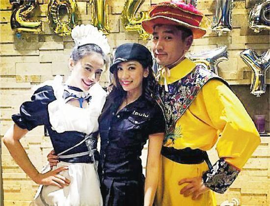 赵又廷与高圆圆在婚宴前搞变装派对,分别扮女仆及皇上,好友贾静雯(中)穿女警制服抢镜。