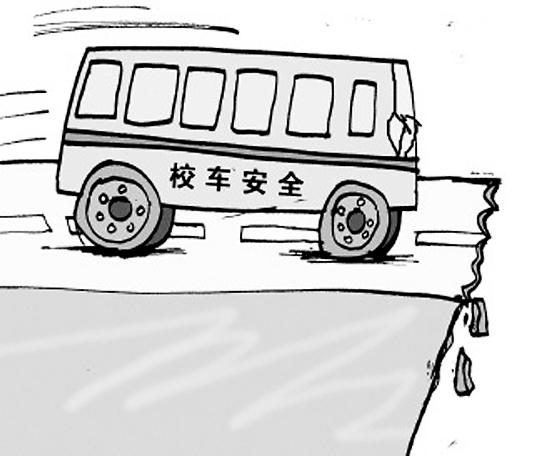 德州一校长驾校车侧翻致8人受伤