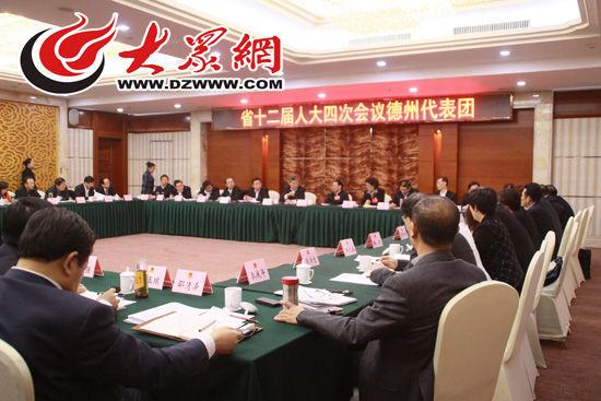 27日,德州代表团分组审议政府工作报告 大众网记者 李兆辉 摄