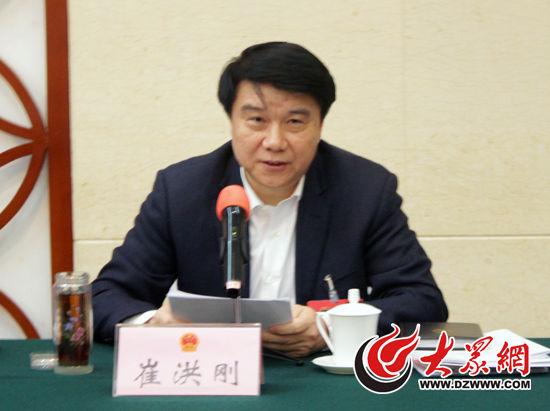省人大代表、滨州市委副书记、市长崔洪刚在滨州代表团审议《政府工作报告》时发言