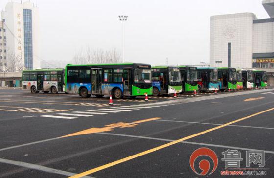 菏泽火车站公交专用停车场秩序好转