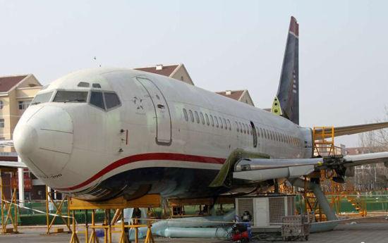 滨州学院波音飞机机翼回装完成