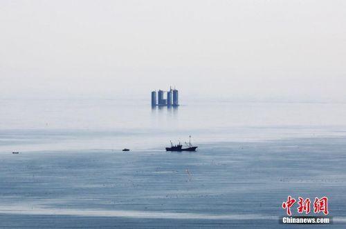 青岛西海岸新区灵山湾海域海平面现海市蜃楼