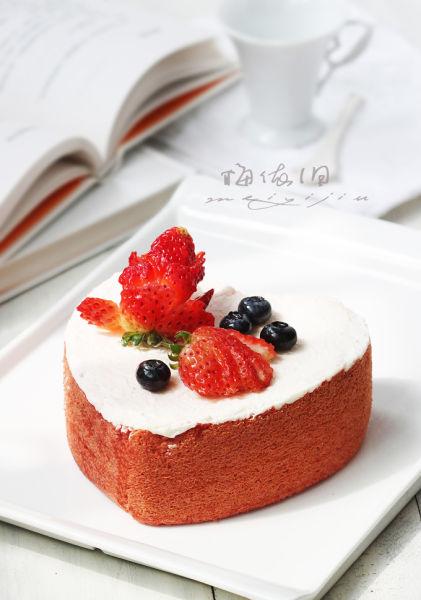 极致诱惑的草莓慕斯蛋糕