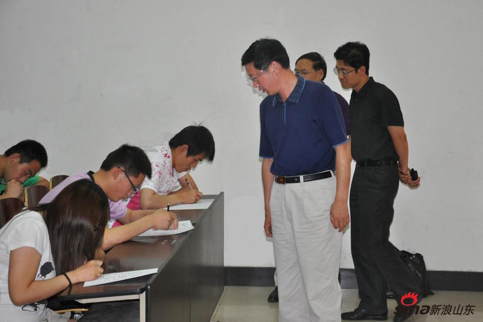 齐鲁医药学院校长匡奕珍视察学院考务工作