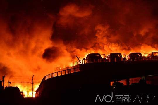天津爆炸亲历者:整个世界塌陷了 恍如末日