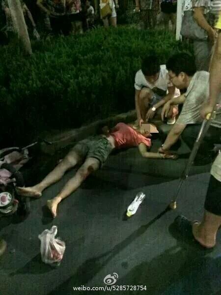 潍坊一越野车连撞多人 已被警方控制