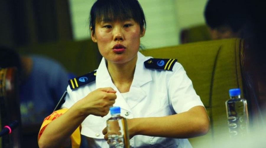 温暖17城:济南公交女司机董丹勇斗劫匪