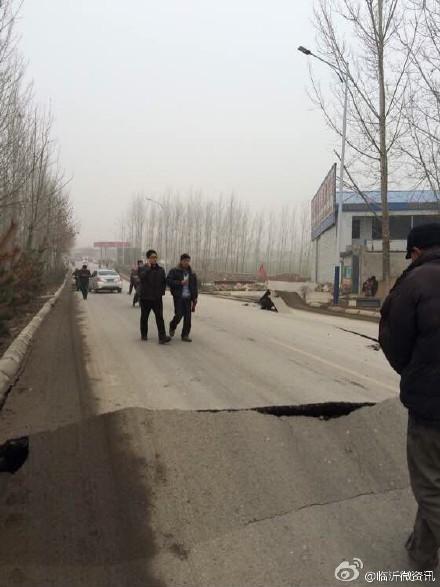 平邑石膏矿坍塌25人被埋井下 省长赶赴现场