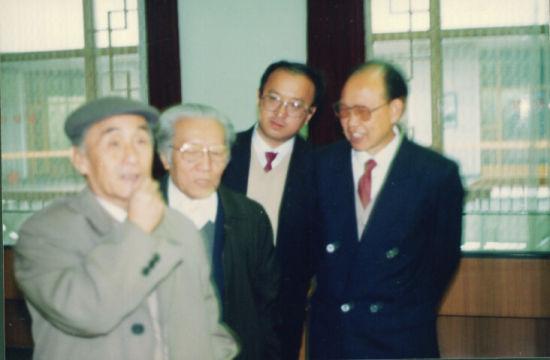 秦岭云、孙瑛参观画展