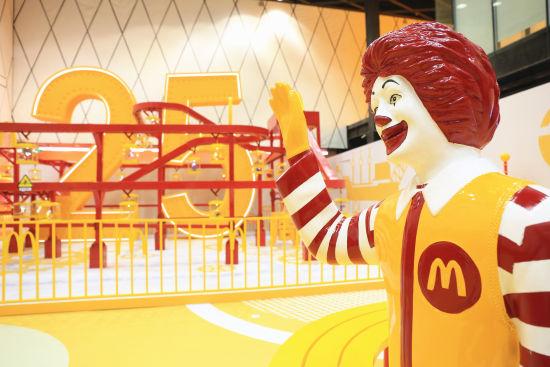 """欢迎来到麦当劳""""奇趣玩具厂"""",共同庆祝麦当劳中国二十五岁生日"""