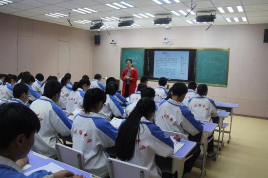岳程 广州路中学全自动录播教室投入使用图片