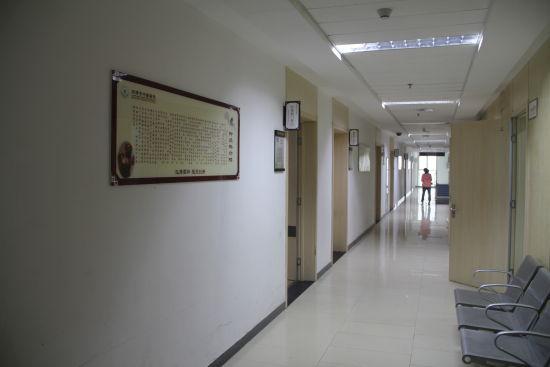 菏泽市中医医院中医特色治疗康复中心下设四个科室