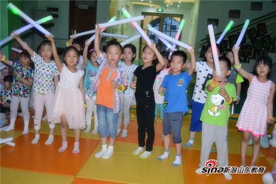 师生欢唱晚会