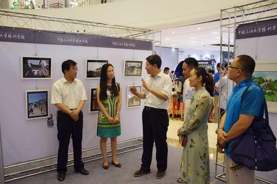 青李 中国石油大学胜利学院大学生艺术作品展隆重开幕图片