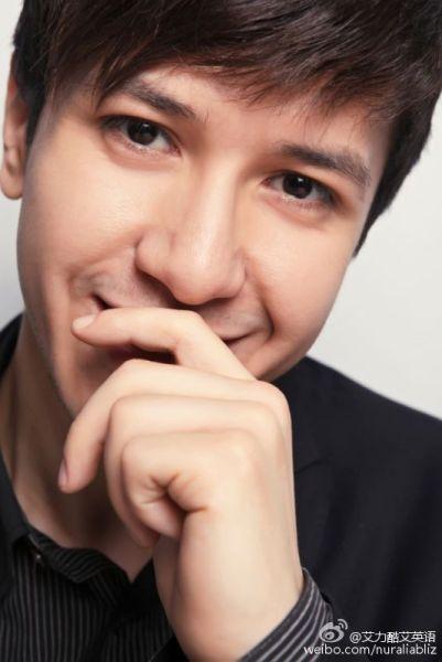 新东方集团演讲师;奇葩说辩手;青年作家 艾力