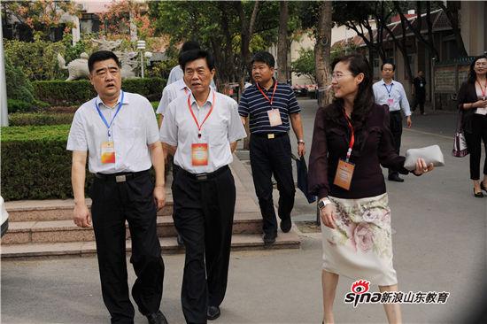 济南市副市长齐建中陪同省司法厅领导视察国家司法考试济南中学考点