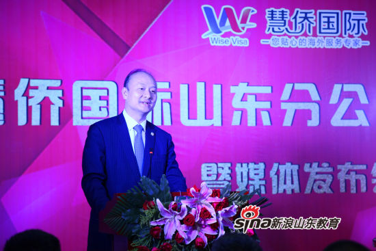 世界华人协会主席、中国对外友好协会理事、山东省政协常委胡智荣