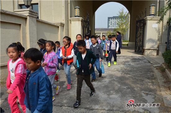济南市龙奥学校附近交通疏导措施收效良好