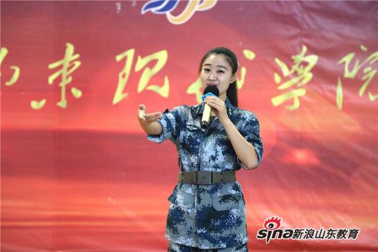 山东现代学院教师许明演唱歌曲《十送红军》