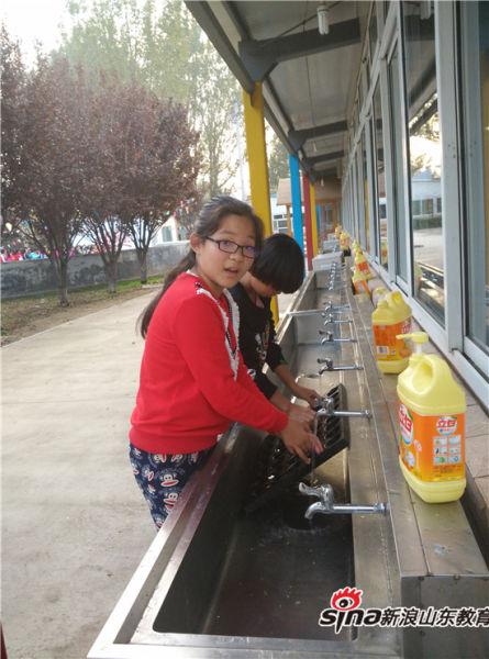 济南市历下区龙奥学校五、六年级学生参加山青世界拓展训练