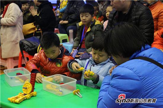 第五届山东省青少年机器人嘉年华在山东师大附中举行