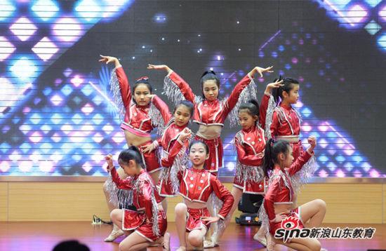 """""""梦想起航""""七色光教学成果公益演出暨2017年新春联欢会"""