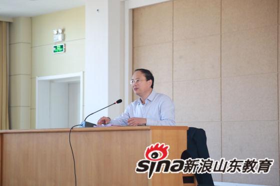 党支部书记、校长李新生主持会议。