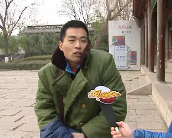 武廷伟在现场接受媒体采访