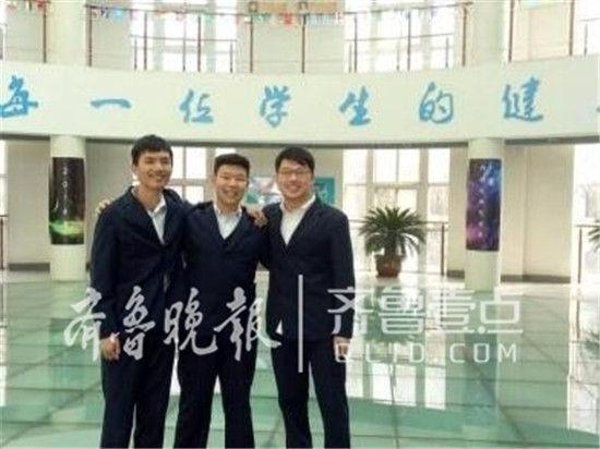 三名学生从左到右依次为陈麟鑫、李泽阳、郑义。