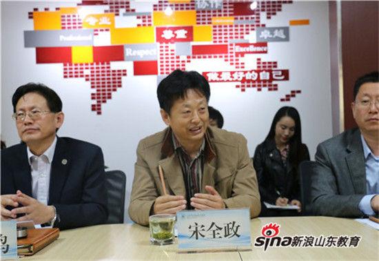 省教育厅新闻中心主任宋全政在会议中发言