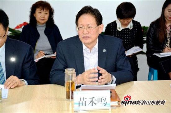 集团常务副理事长、总经理苗禾鸣在会议中发言