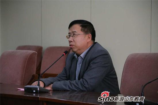 济南二中党委书记曹旭光致辞并介绍学校基本情况。