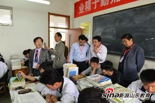 与会人员与教师进行交流