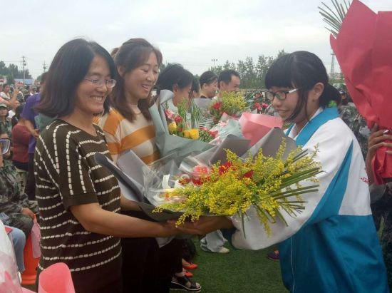 教师节庆祝_佃户屯中学2017一2018开学典礼暨庆祝教师节大会
