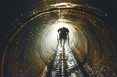 7米深处的工作者