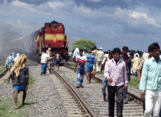 印度火车撞死35人