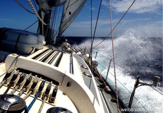 实拍中国帆船名手翟墨前往钓鱼岛海域